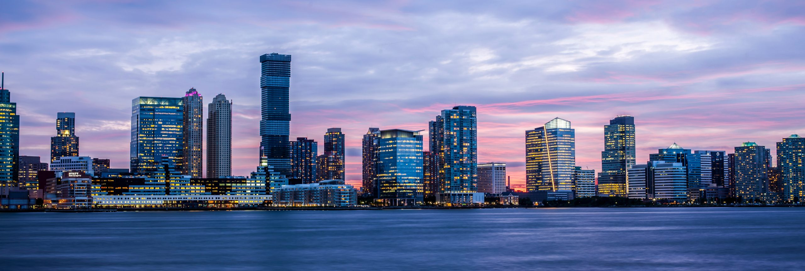 New York skyline avond - De Planeet Reizen